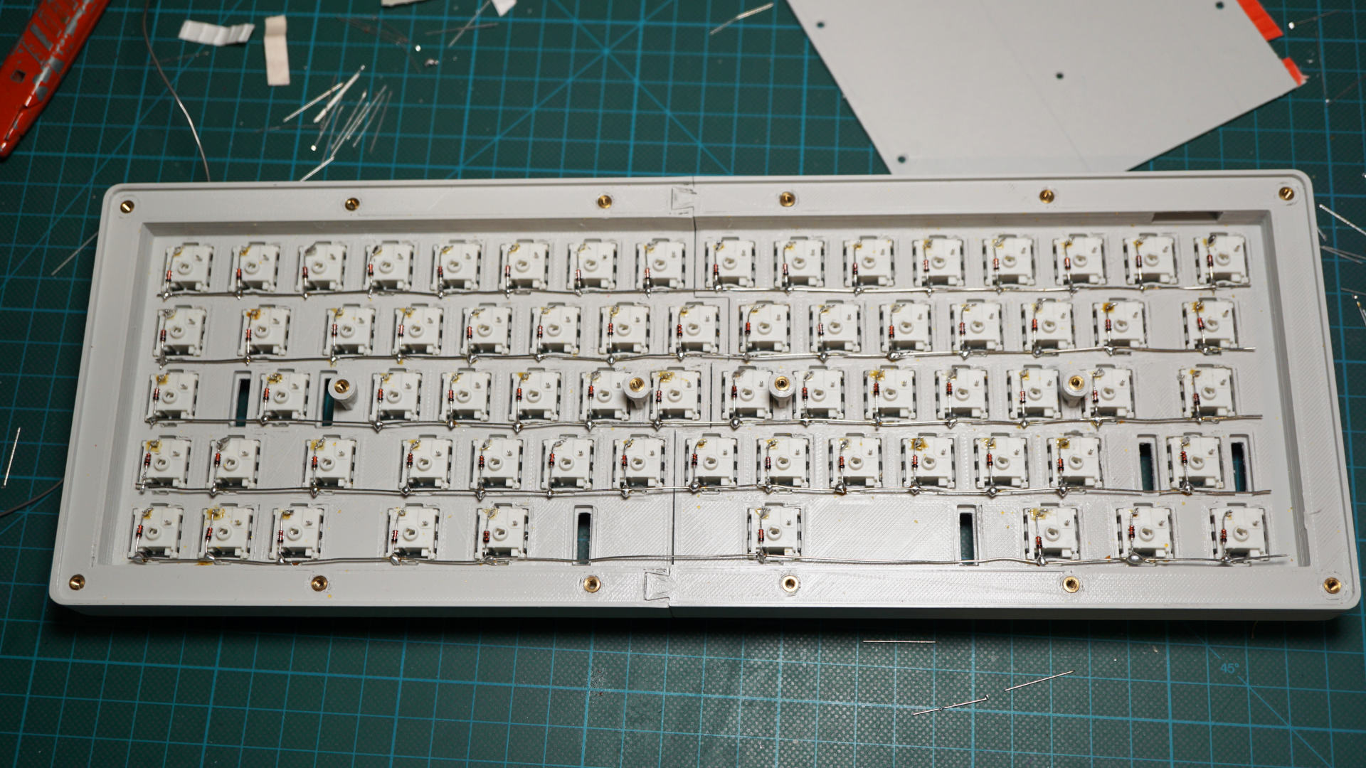 Hand-wiring a custom keyboard on